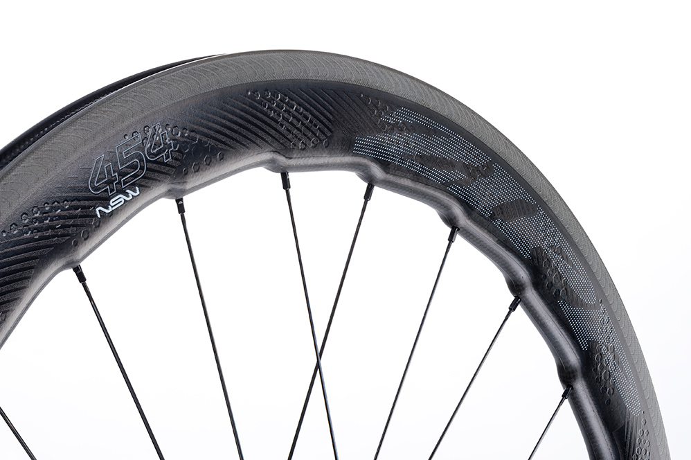 Zipp 454 NSW carbon clincher 01